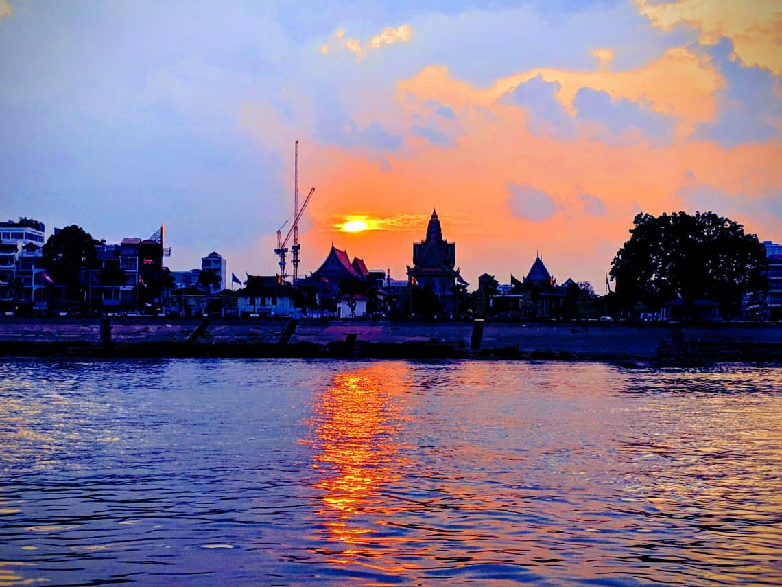 Travelling in Cambodia itinerary sunset cruise Phnom Penh