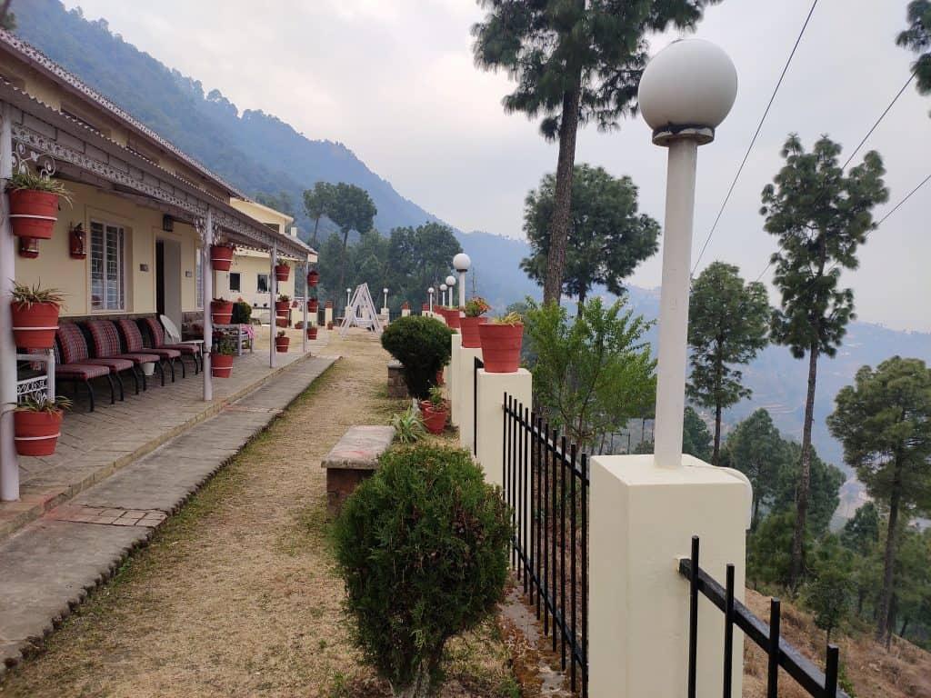 Views of Pauri